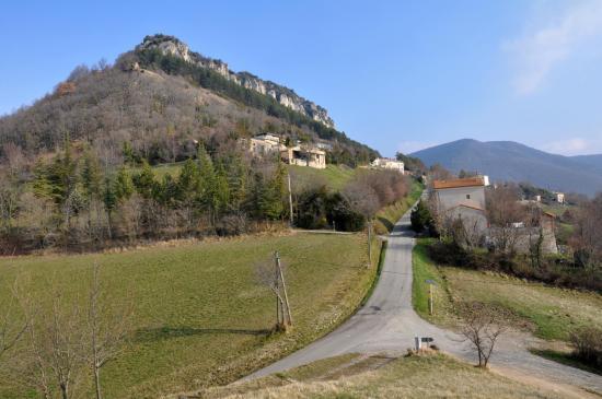 La falaise de Savel depuis l'église de Saint Pierre de Gigors
