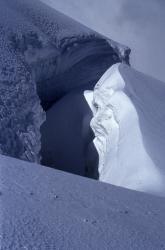 Crevasse sur le glacier du Geay à l'aplomb du Mont Turia