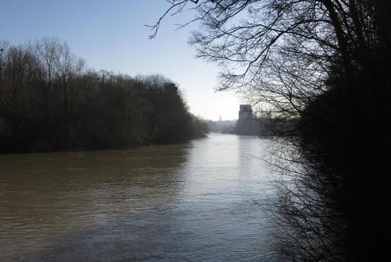 Les bords de Marne à Noisiel (vue arrière sur la chocolaterie)