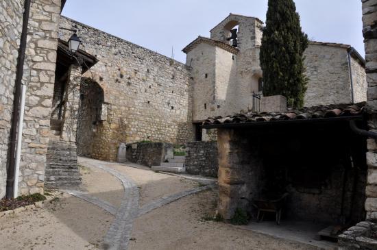 Eglise St Pierre de Cobonne