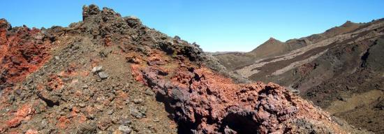 Dans la caldeira du Piton de la Fournaise (Ile de la Réunion)