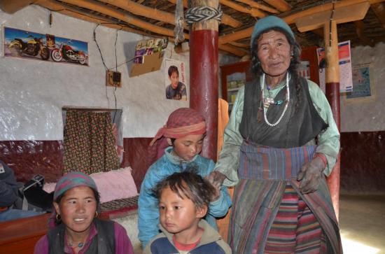 La petite famille de Pura Sagmu Partchya à Barcha