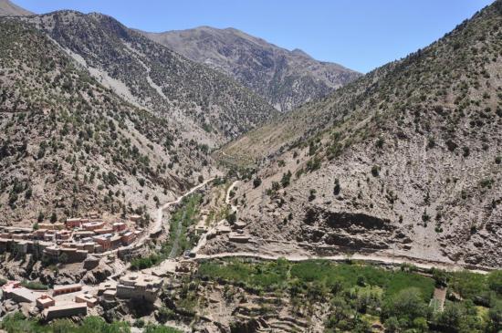 Sur le chemin de Tannamert, vue plongeante sur Souq Sebt Aghbar