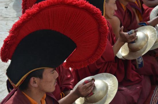 Les bonnets rouges aux cymbales