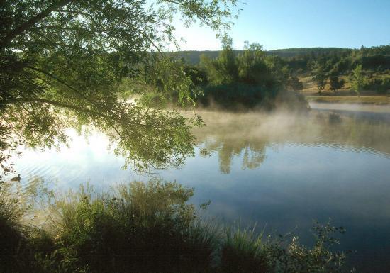 Le lac de Monieux au petit matin