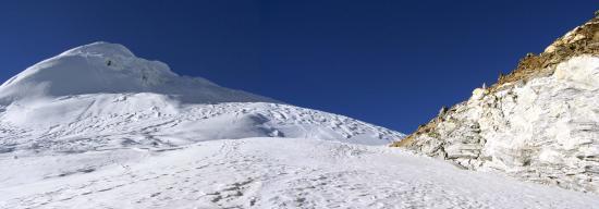 Le Tesi Lapsa (5755m) et le sommet du Parchamo (6272m)