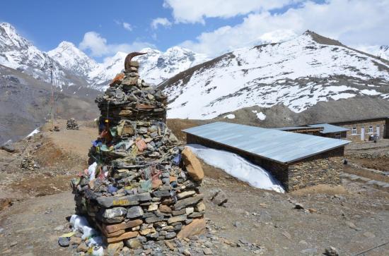 Le High Camp et sa kyrielle de montagnes : Purkung himal et du Chulu W