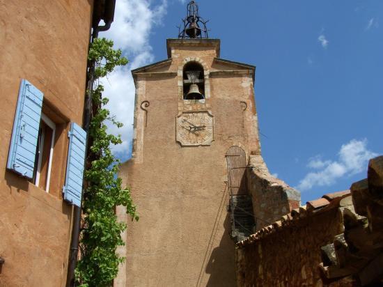 Dans le village de Roussillon