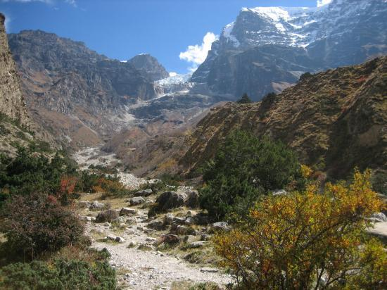 Au pied du glacier NW du Kang Guru