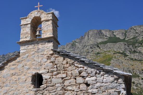La chapelle Santo Eliseo au pied du Monte Cardo