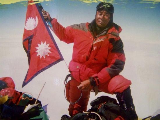 Arita Sherpa au sommet de l'Everest