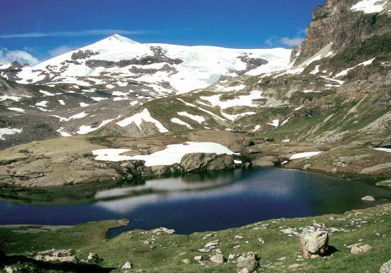 Le Dôme de Chasseforêt depuis les lacs des Lozières