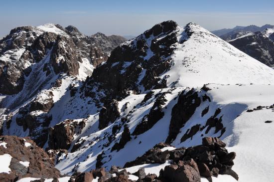 Le sommet du Ras Ouanoukrim vu depuis le Timesguida