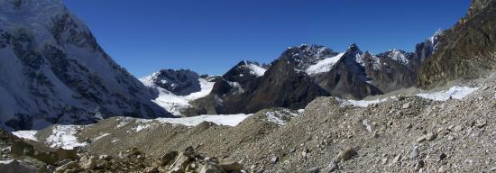 Descente du Trolambau Glacier