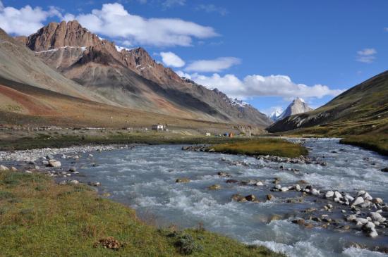 La haute vallée de la Kargyak Chu (au fond le Gumburanjon)