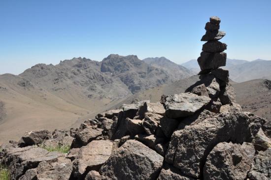 Aksoual et Azrou n'Tamadot depuis le sommet du Tichki