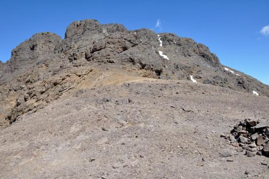 Le sommet du Plateau de la Tazaghart depuis le tizi Melloul