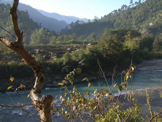 Le long de la Tama kosi entre Singati et Dolakha