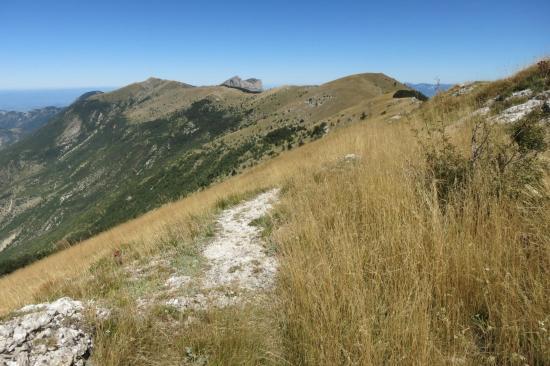 Enfilade des crêtes de la montagne de Couspeau jusqu'aux Trois Becs