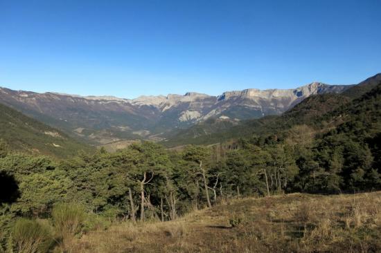 Les remparts de Font d'Urle vus depuis le col de Marignac