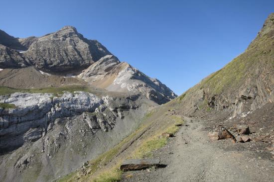 Sur la piste entre le Col des Tentes et le Port de Boucharo
