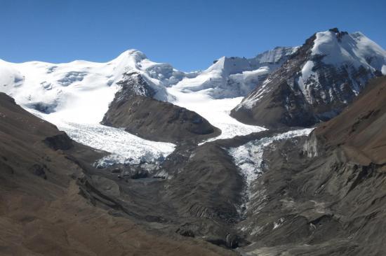 Sur le sommet 5642m duquel on domine la confluence des glaciers à proximité du Japanese camp.