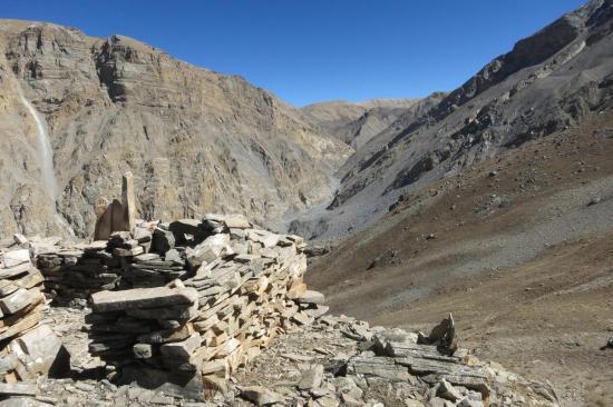 Le (presque...) dernier col d'où l'on peut se réconforter en constatant le travail accompli (au fond le plateau au-dessus des lcs du Damodar)