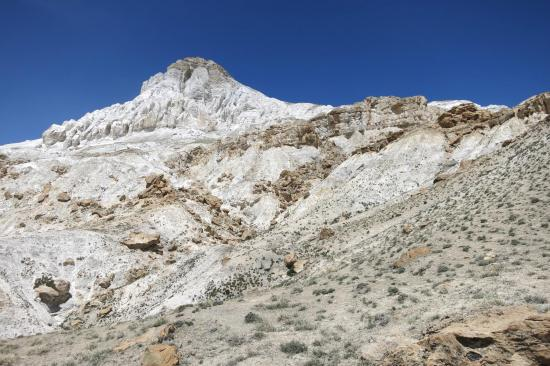 Au pied de la montagne blanche