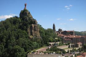 La cathédrale du Puy vue depuis St-Michel d'Aiguilhe