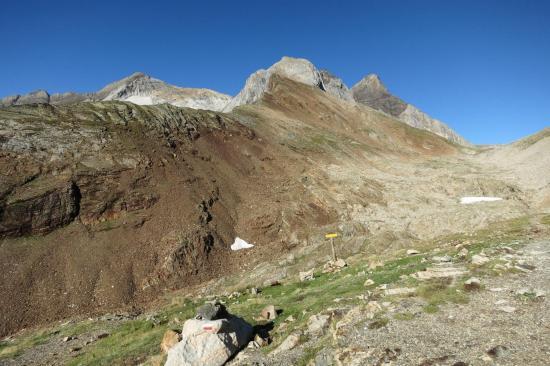 La face E du Vignemale (le glacier d'Ossoue est dans le creux)