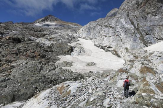 A la base du glacier d'Ossoue (on part en biais sur la gauche)