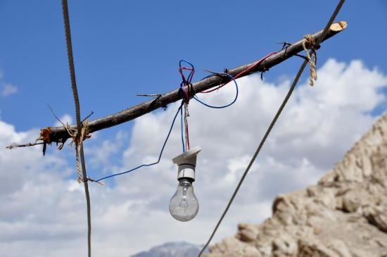Installation d'éclairage public au Ladakh