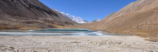 Le lac vu côté E avec le col des porteurs et des mules à droite de l'Anije Chuli.