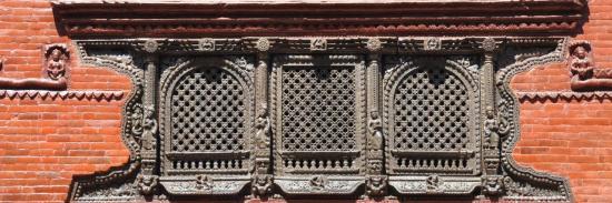 Fenêtre newar sculptée