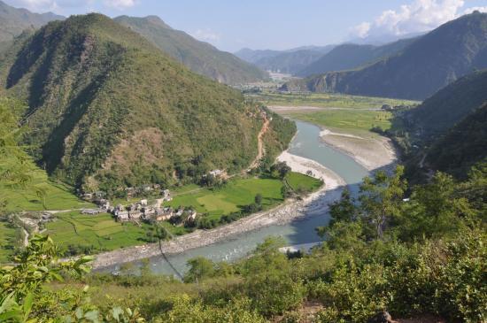 Depuis Chhap, vue plongeante sur Lubughat et la vallée de la Sun kosi