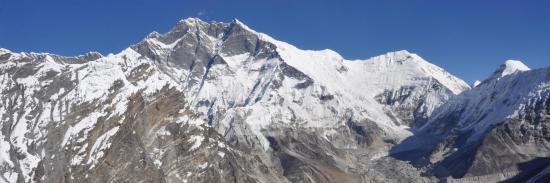 Depuis l'Amphu Labsa on domine le bassin de l'Imja glacier