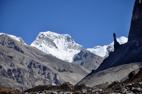A l'approche de Lhonak, Pathibhara (Pyramid peak)