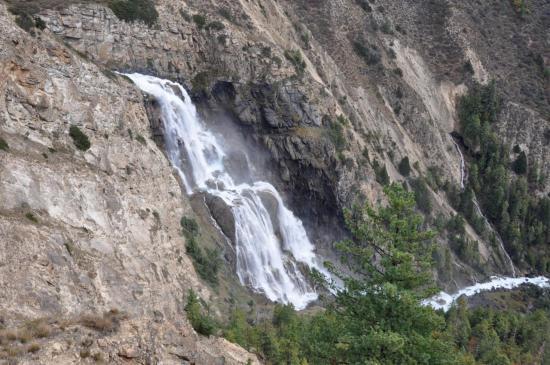 La cascade du déversoir du lac de Phoksundo