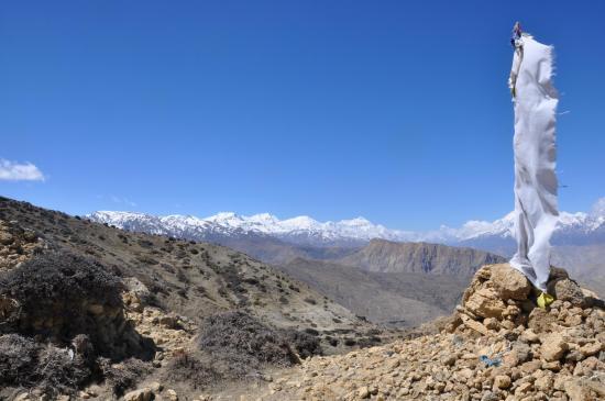 Franchissement du Trik La (Annapurna et Dhaulagiri à l'horizon)