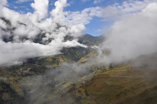 Entre Tripurakot et Dagin, les hauteurs de Masinchaur et le Balangra Lagna au fond.