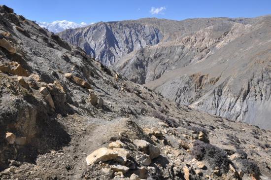 Sur le sentier de descente vers la Chaka khola