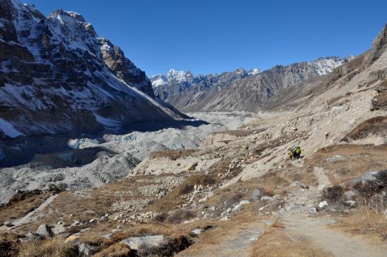 Dans la montée vers Pang Pema depuis Lhonak