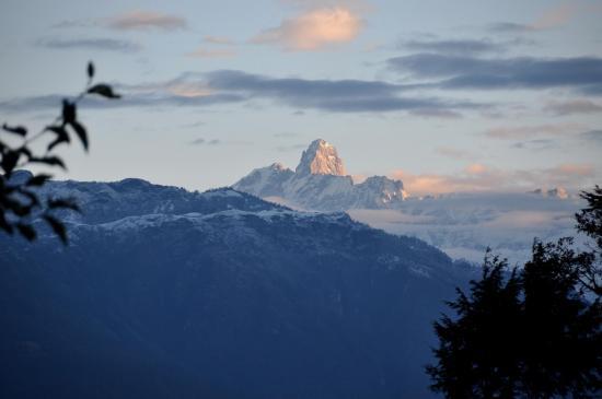 La chaîne de Kalinchowk vue au petit matin depuis Bhitare