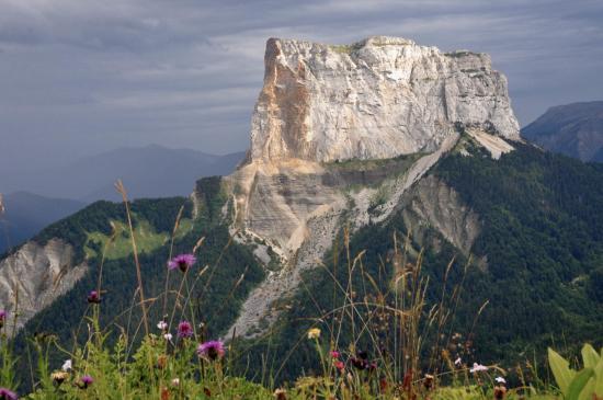 Avis de mauvais temps sur le Mont-Aiguille