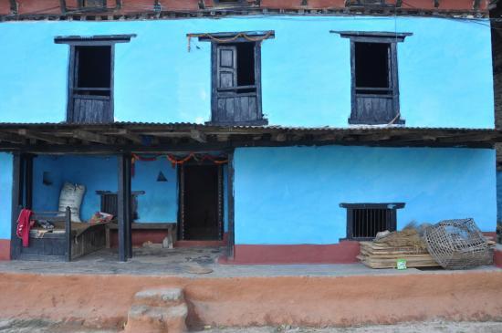 C'est une maison bleue... (montee vers Charikot)