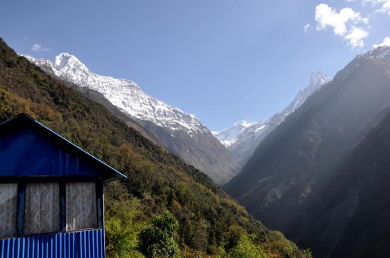 A partir de Sinuwa on entre dans la haute vallée de la Modi khola