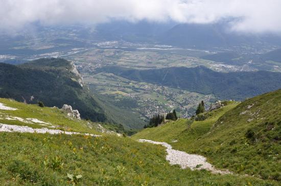 Sur le balcon E, à l'approche du col de l'Arc, la vallée de Grenoble