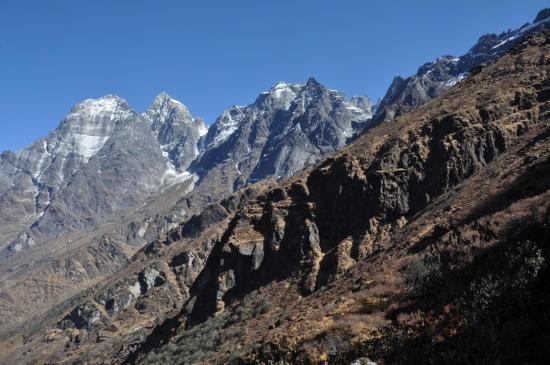 Le Kalo himal et le Gonghla juste au-dessus de Chutanga