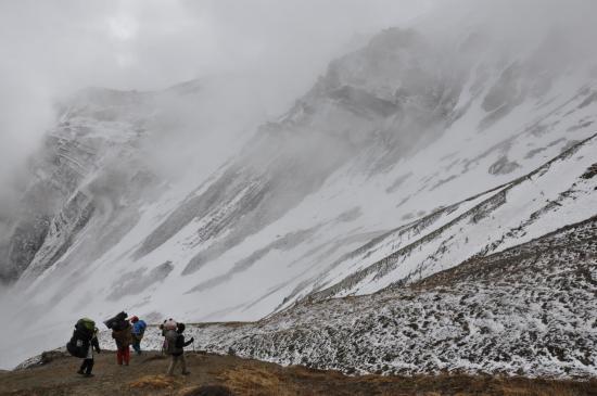 Sur l'itinéraire de substitution entre le Khampa camp et la vallée de la Narsing khola