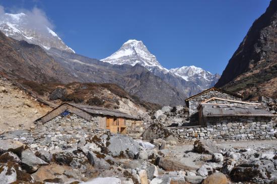 Depuis Saure (Hinku khola), vue sur le Kyashar